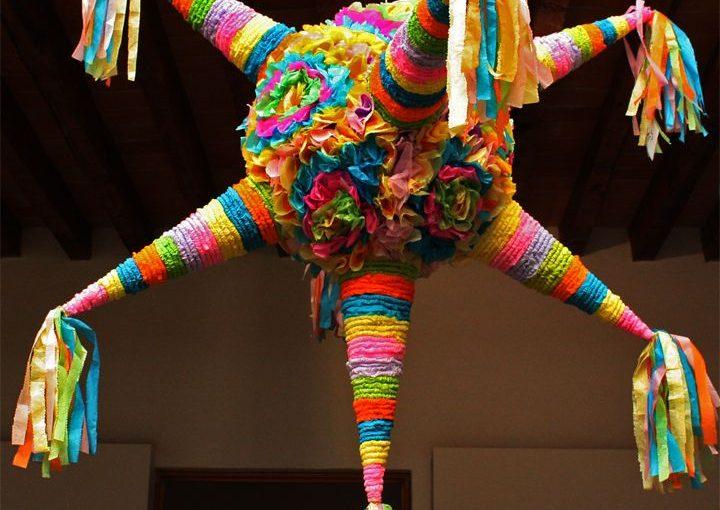 Piñata Navideña, tradición mexicana / Piñata Navideña, Mexican tradition.